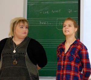 Heta Sammalisto ja Josefiina Pajunen opiskelevat musiikkia Jyväskylässä.