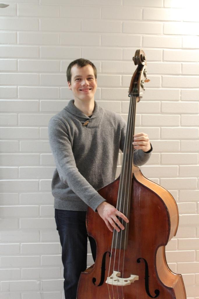 Oskari Hanhikoski aloitti kontrabasson soiton 10-vuotiaana. Nyt soitosta on tulossa ammatti.