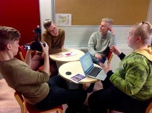 Antton Nikula kuvaa, Veli-Martin Hästbacka haastattelee.